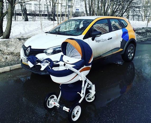 коляска рядом с машиной Яндекс Драйв